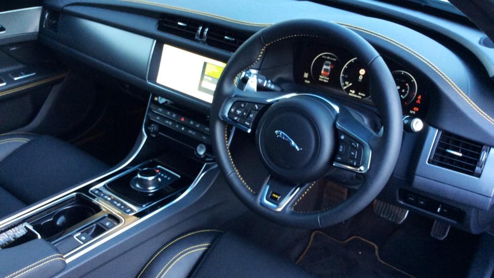Jaguar XF 3.0d V6 300 Sport image 18