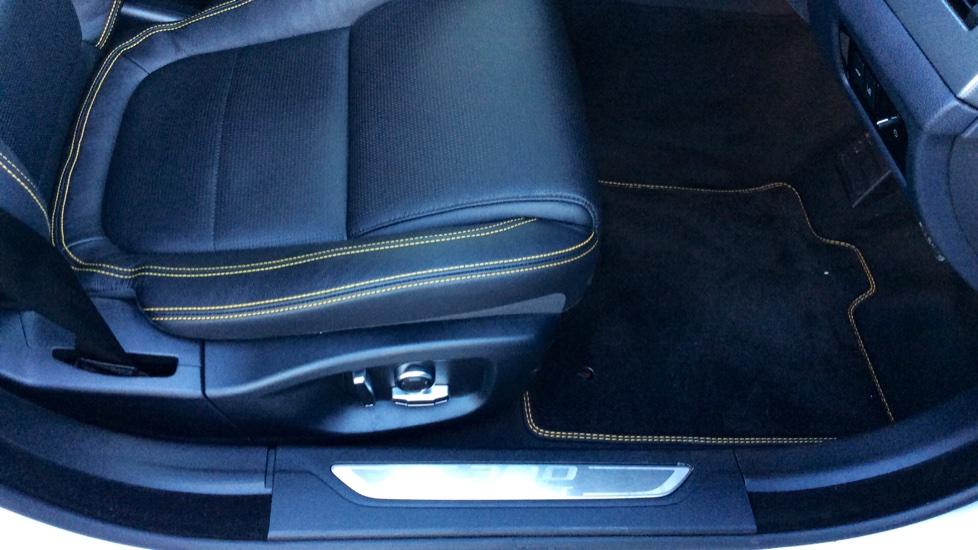 Jaguar XF 3.0d V6 300 Sport image 19