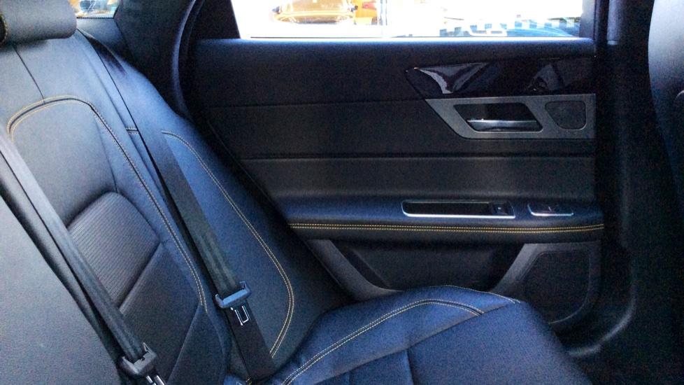 Jaguar XF 3.0d V6 300 Sport image 25