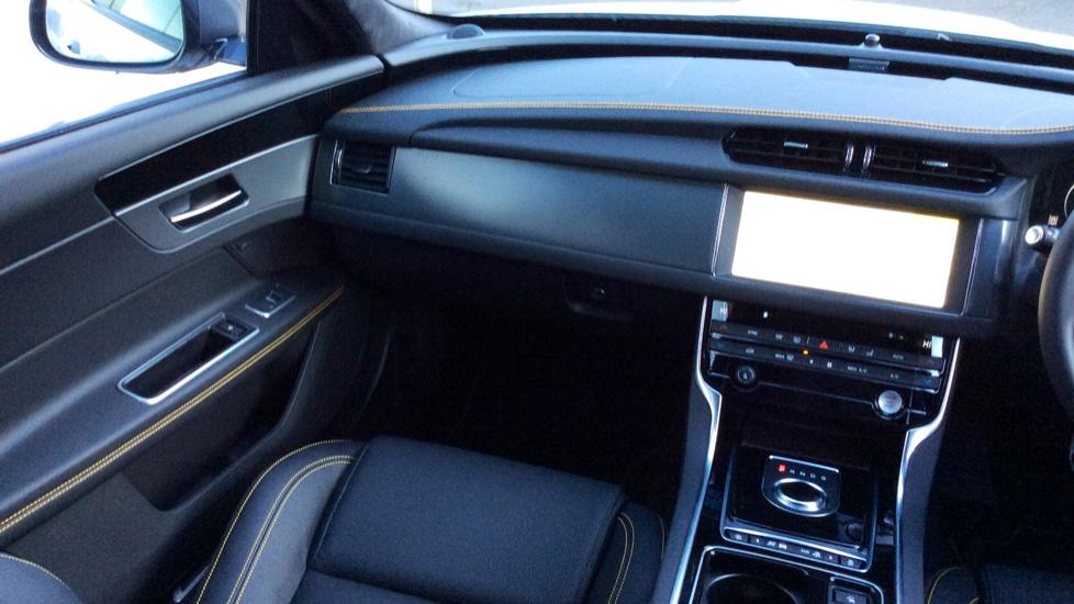 Jaguar XF 3.0d V6 300 Sport image 26