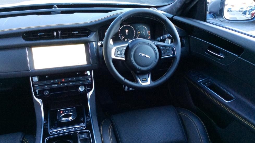 Jaguar XF 3.0d V6 300 Sport image 27