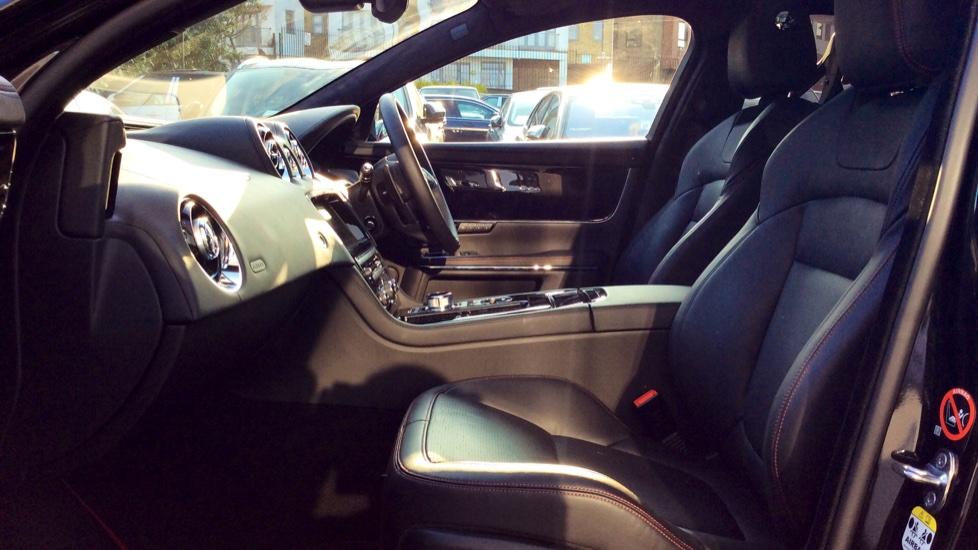 Jaguar XJ 3.0d V6 R-Sport image 3