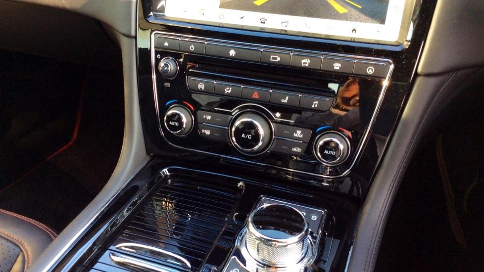 Jaguar XJ 3.0d V6 R-Sport image 13