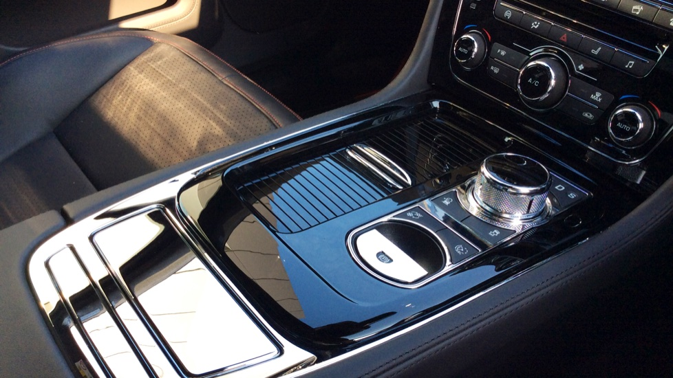 Jaguar XJ 3.0d V6 R-Sport image 14