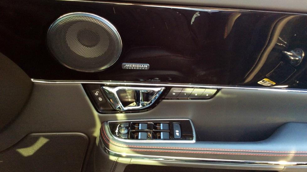 Jaguar XJ 3.0d V6 R-Sport image 16
