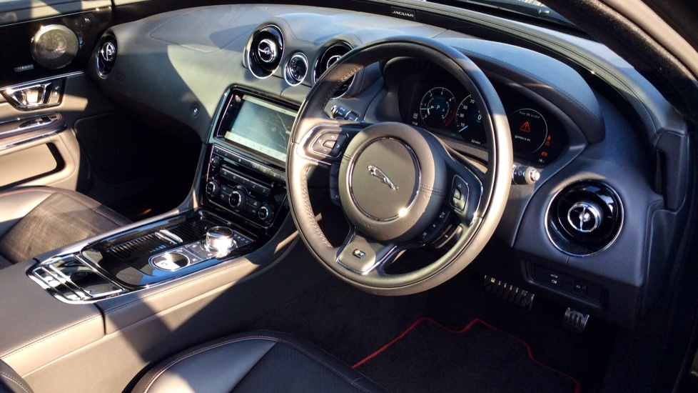 Jaguar XJ 3.0d V6 R-Sport image 17