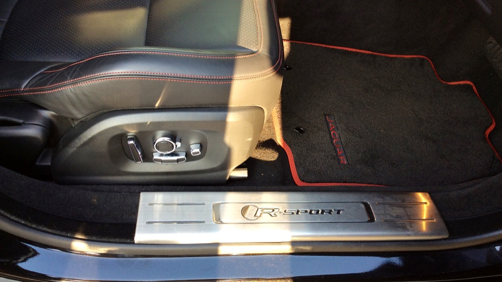 Jaguar XJ 3.0d V6 R-Sport image 18