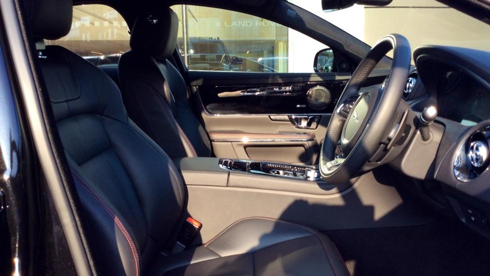 Jaguar XJ 3.0d V6 R-Sport image 19