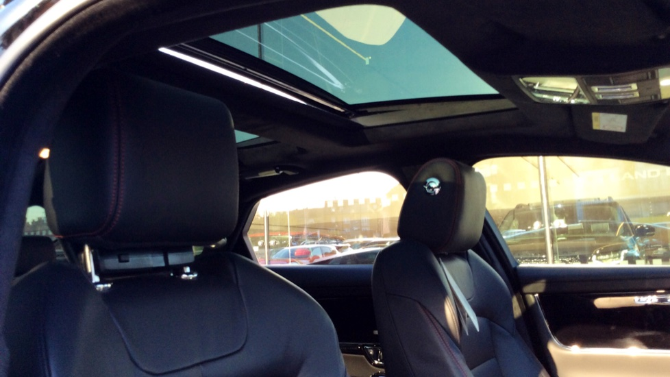 Jaguar XJ 3.0d V6 R-Sport image 20