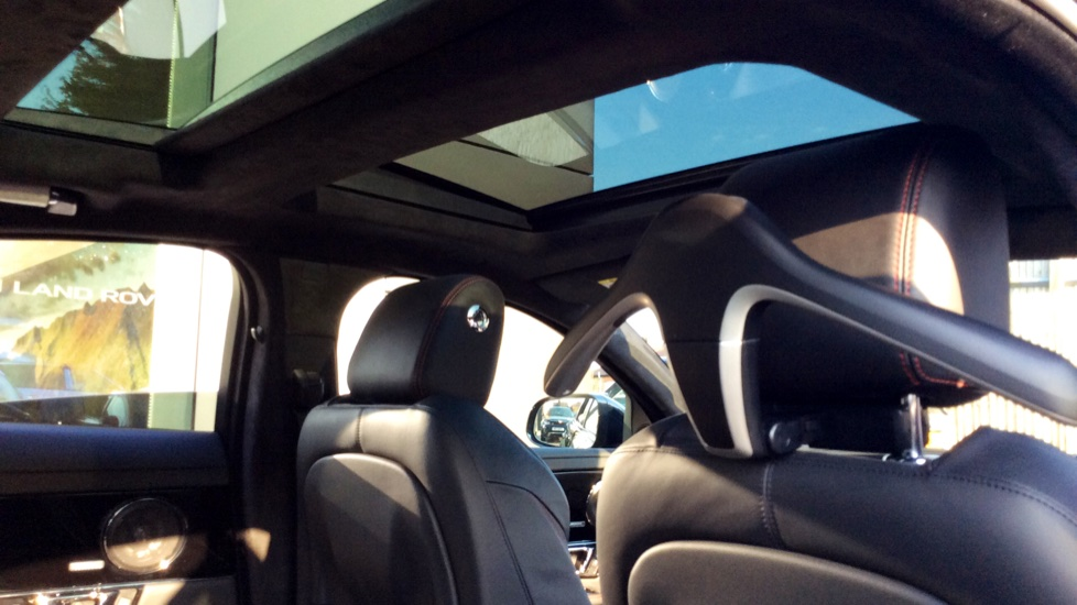 Jaguar XJ 3.0d V6 R-Sport image 26
