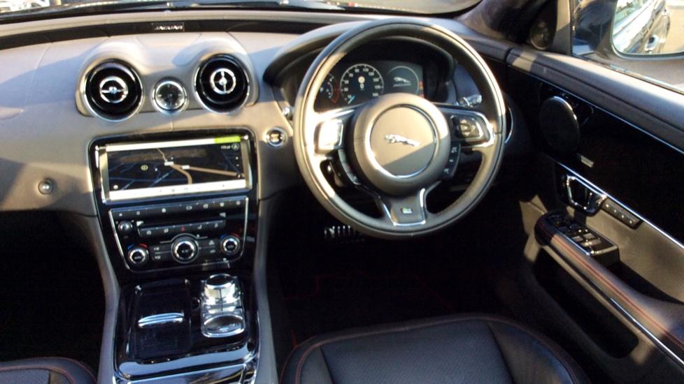 Jaguar XJ 3.0d V6 R-Sport image 28