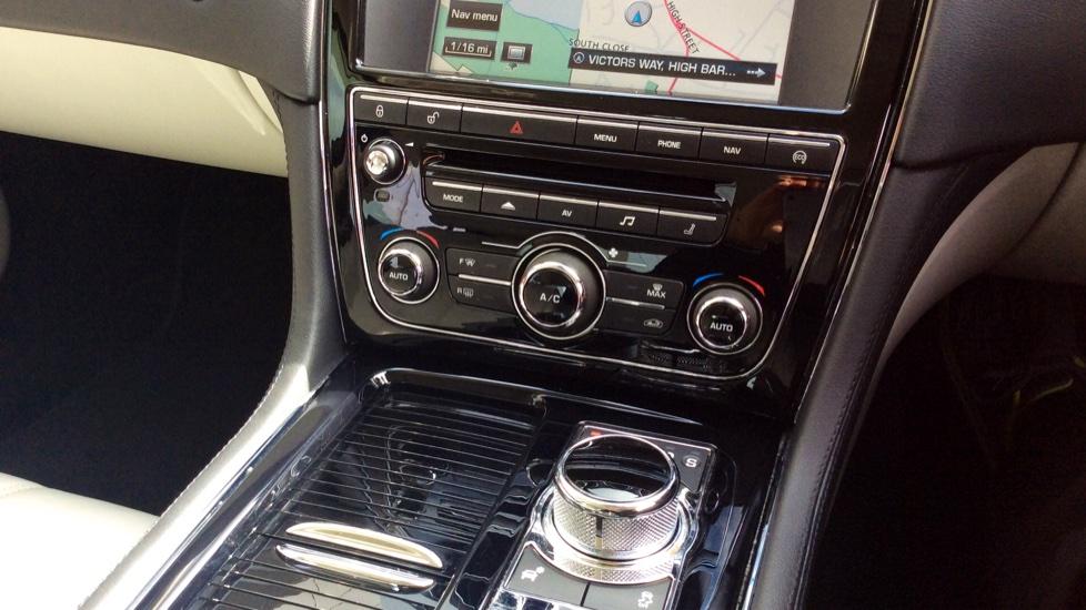 Jaguar XJ 3.0d V6 Premium Luxury [8] image 15