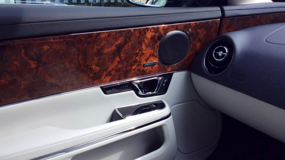 Jaguar XJ 3.0d V6 Premium Luxury [8] image 17