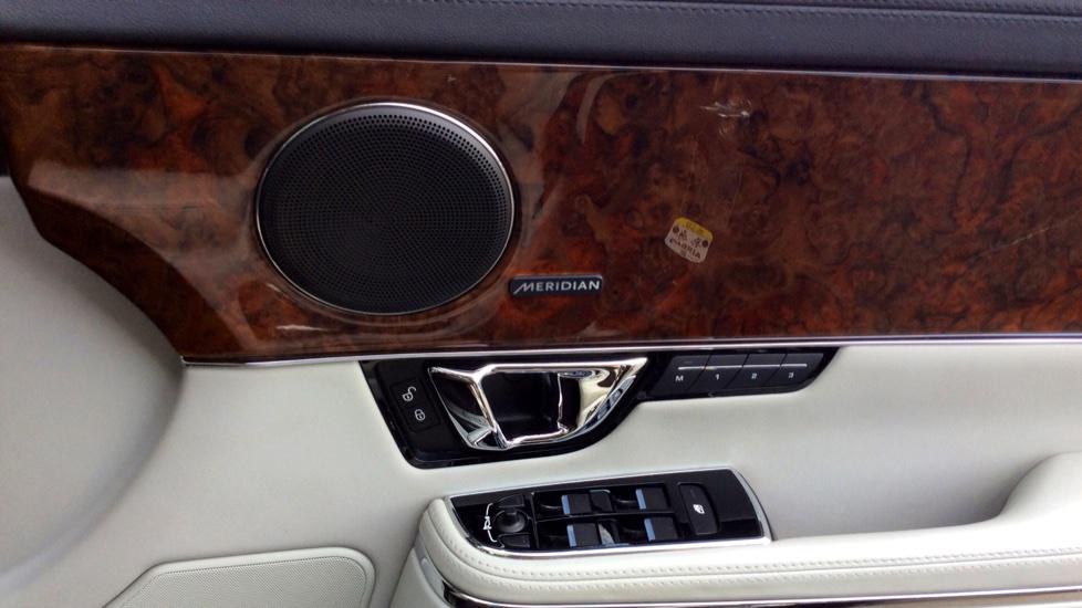 Jaguar XJ 3.0d V6 Premium Luxury [8] image 18