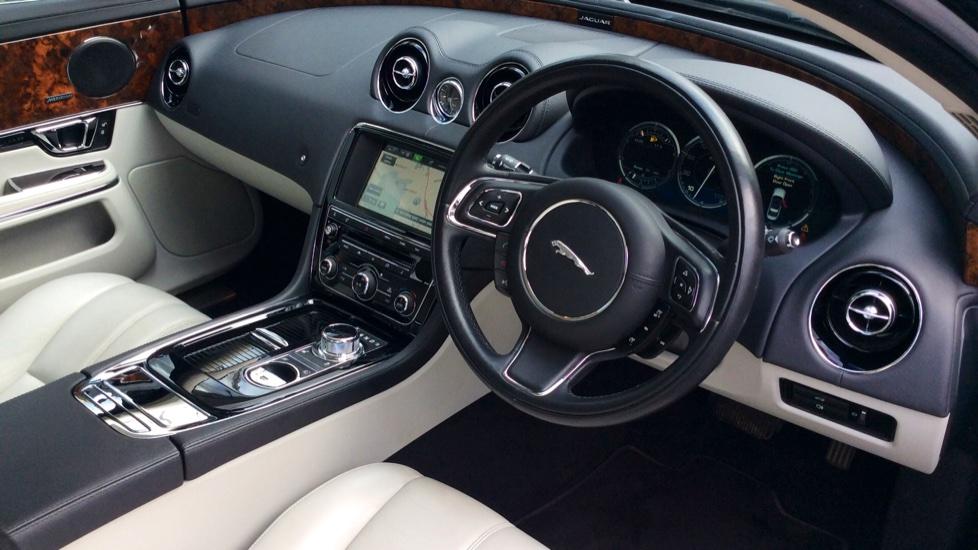 Jaguar XJ 3.0d V6 Premium Luxury [8] image 19