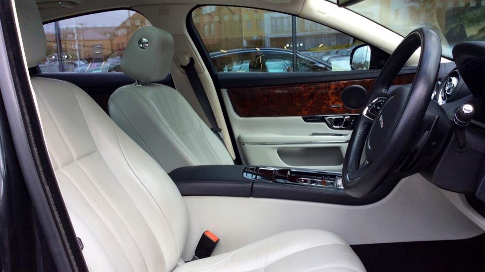 Jaguar XJ 3.0d V6 Premium Luxury [8] image 21
