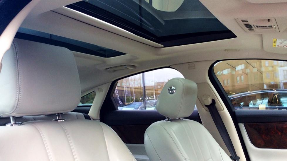Jaguar XJ 3.0d V6 Premium Luxury [8] image 22