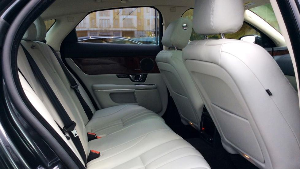 Jaguar XJ 3.0d V6 Premium Luxury [8] image 25