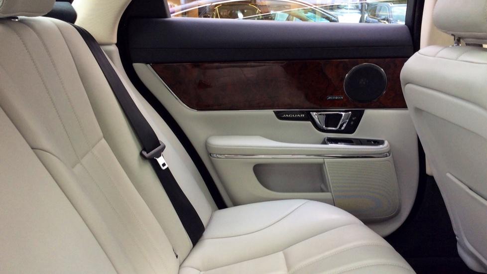 Jaguar XJ 3.0d V6 Premium Luxury [8] image 28