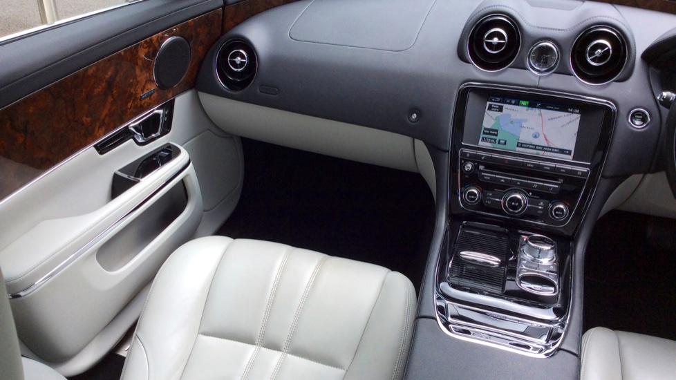 Jaguar XJ 3.0d V6 Premium Luxury [8] image 29