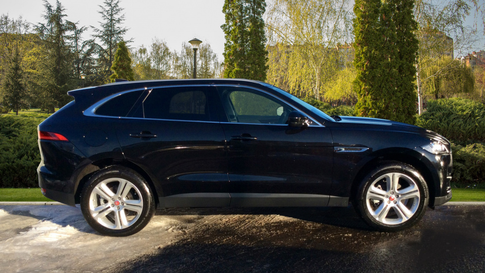 jaguar f pace portfolio 5dr awd diesel automatic 4x4 2017 ls67hmo in stock jaguar f. Black Bedroom Furniture Sets. Home Design Ideas