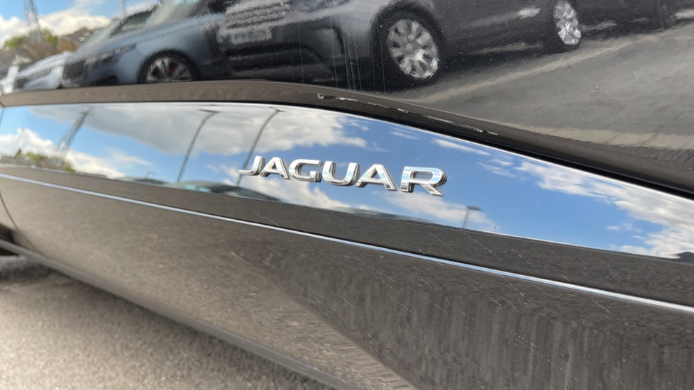 Jaguar I-PACE 294kW EV400 SE 90kWh [11kW Charger] Performance seats and Fixed panoramic roof image 10