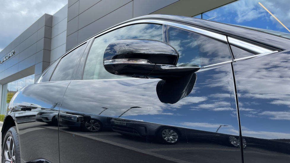 Jaguar I-PACE 294kW EV400 SE 90kWh [11kW Charger] Performance seats and Fixed panoramic roof image 12