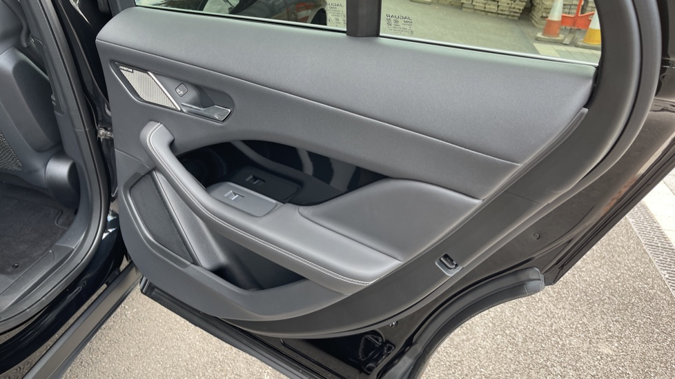 Jaguar I-PACE 294kW EV400 SE 90kWh [11kW Charger] Performance seats and Fixed panoramic roof image 14