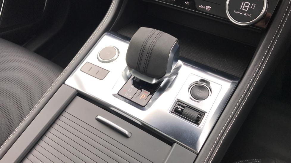 Jaguar F-PACE 2.0 P250 R-Dynamic S 5dr AWD image 17