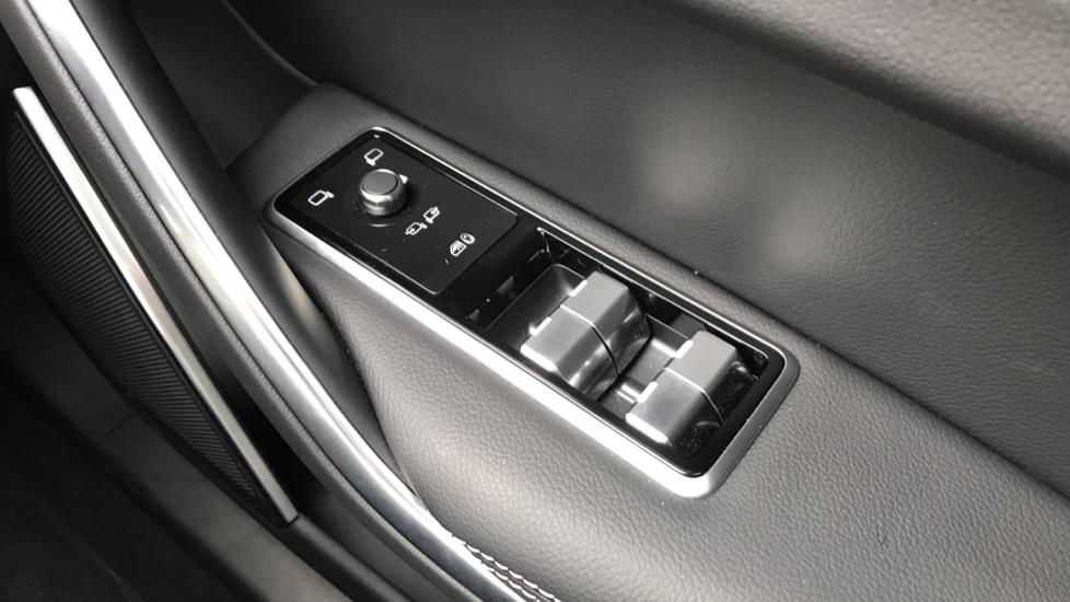 Jaguar F-PACE 2.0 P250 R-Dynamic S 5dr AWD image 20