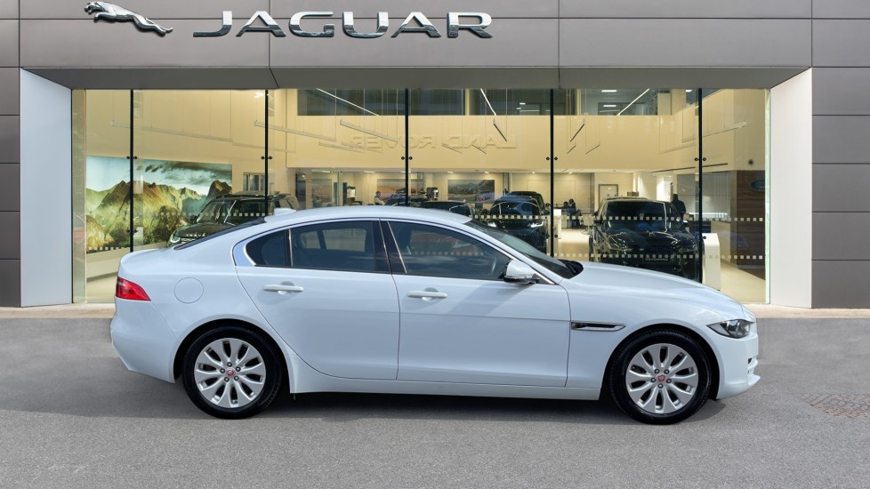 Jaguar XE 2.0d SE Cruise Control and Privacy glass image 5