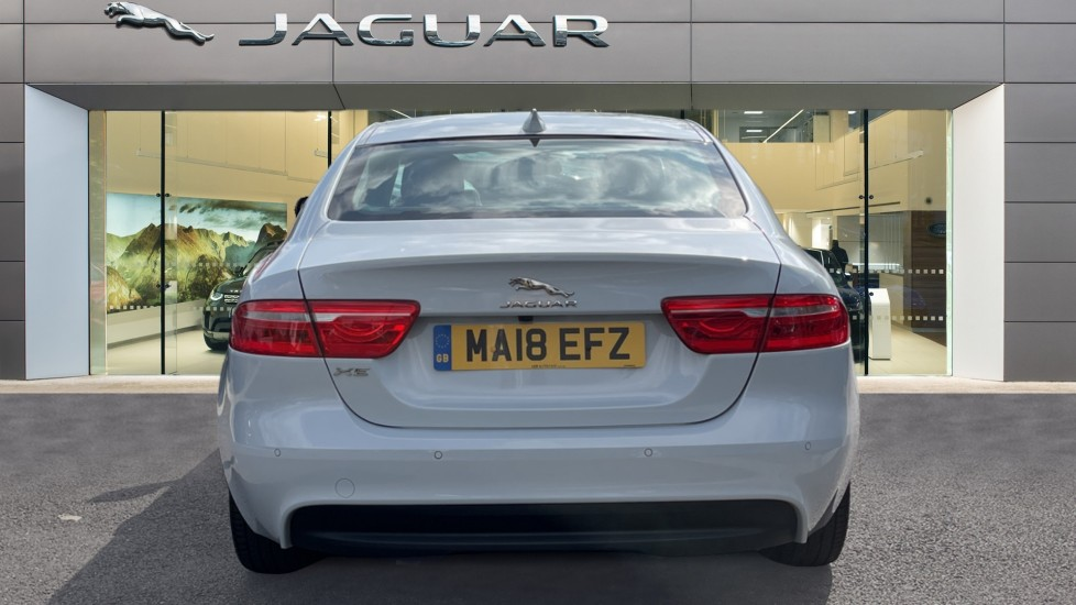 Jaguar XE 2.0d SE Cruise Control and Privacy glass image 6