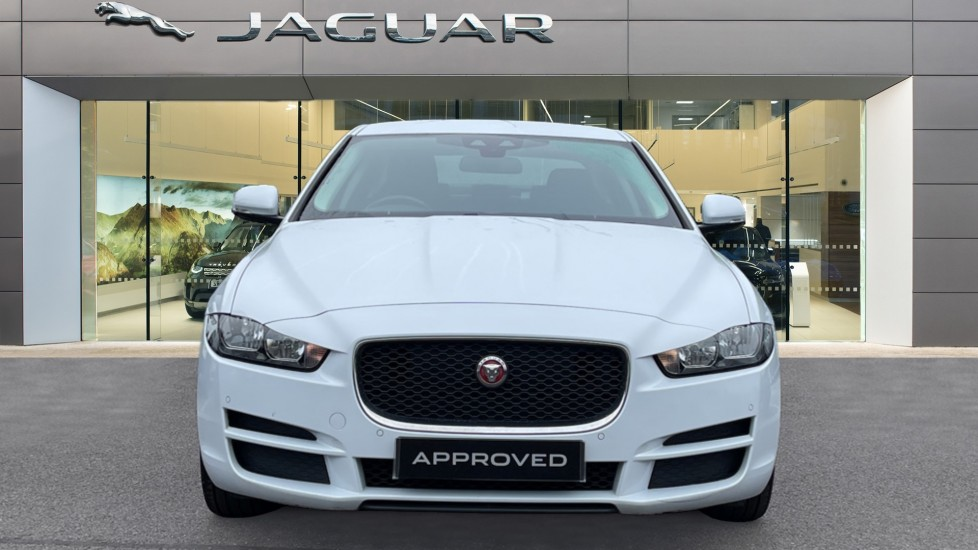 Jaguar XE 2.0d SE Cruise Control and Privacy glass image 7