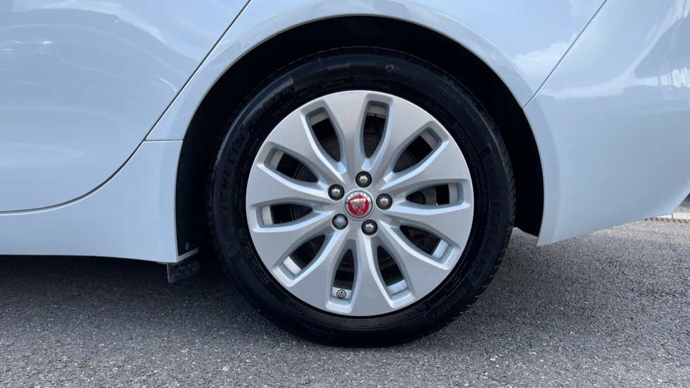 Jaguar XE 2.0d SE Cruise Control and Privacy glass image 8