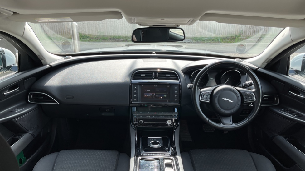 Jaguar XE 2.0d SE Cruise Control and Privacy glass image 9