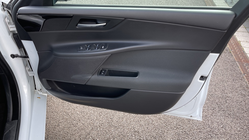 Jaguar XE 2.0d SE Cruise Control and Privacy glass image 15