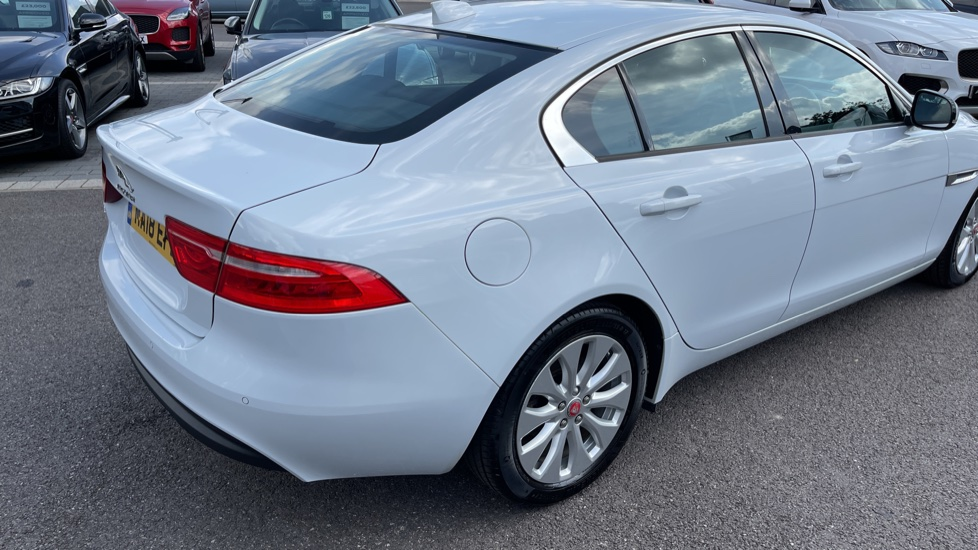 Jaguar XE 2.0d SE Cruise Control and Privacy glass image 19