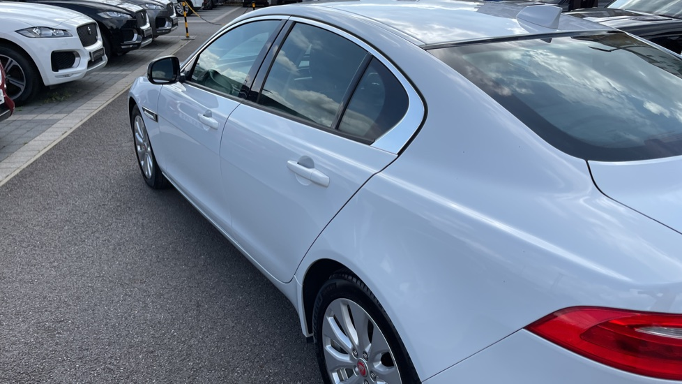 Jaguar XE 2.0d SE Cruise Control and Privacy glass image 21