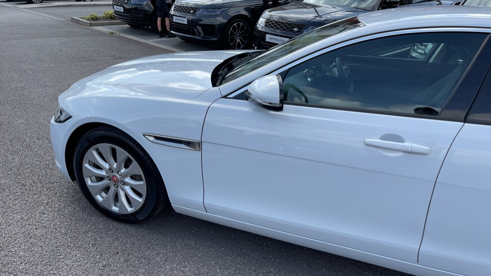 Jaguar XE 2.0d SE Cruise Control and Privacy glass image 22