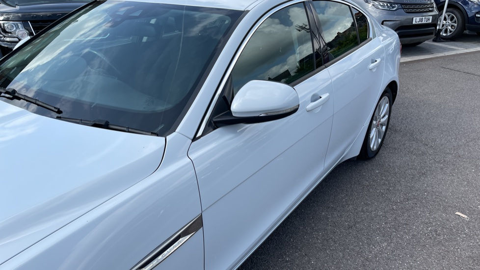Jaguar XE 2.0d SE Cruise Control and Privacy glass image 24