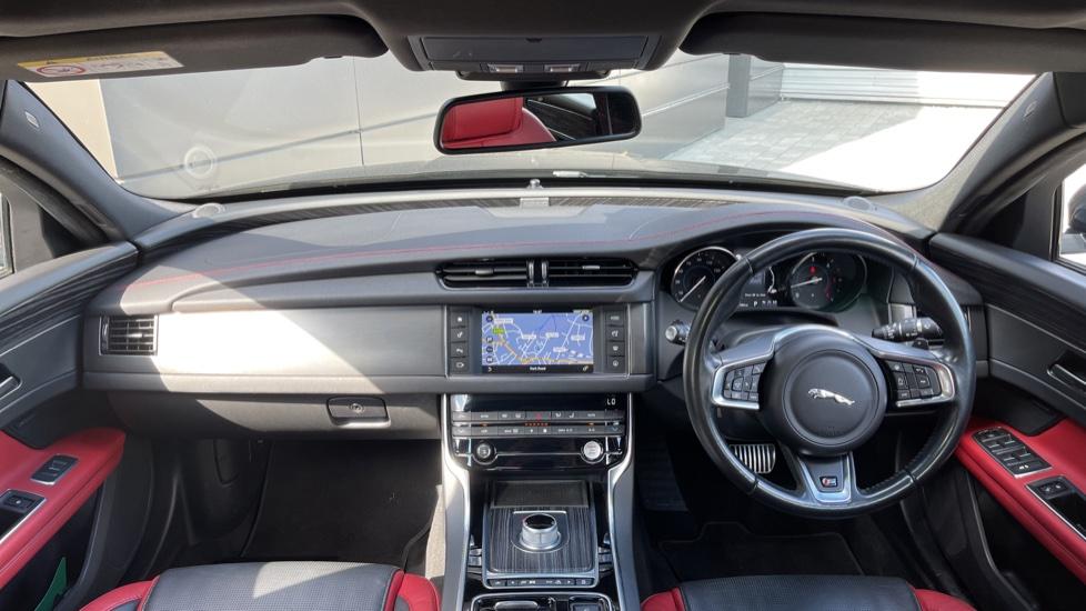 Jaguar XF 3.0d V6 S - Panoramic Roof - Navigation - Cruise Control image 9