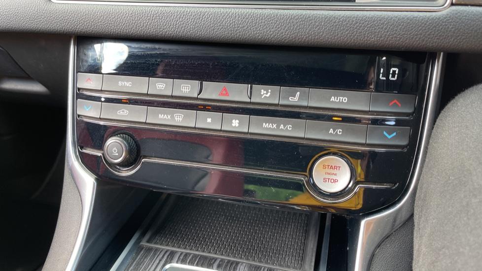 Jaguar XF 3.0d V6 S - Panoramic Roof - Navigation - Cruise Control image 12