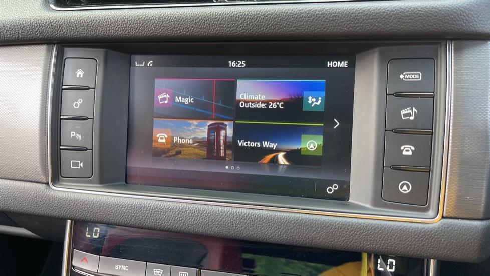 Jaguar XF 3.0d V6 S - Panoramic Roof - Navigation - Cruise Control image 13