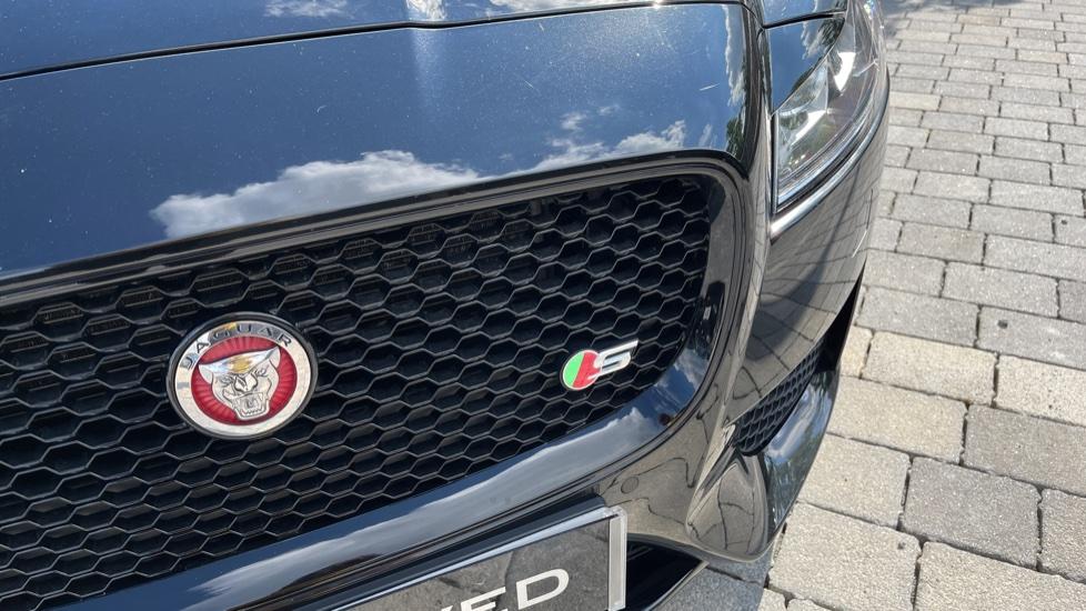 Jaguar XF 3.0d V6 S - Panoramic Roof - Navigation - Cruise Control image 21