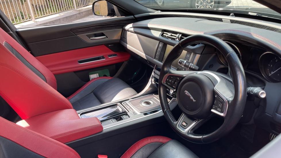 Jaguar XF 3.0d V6 S - Panoramic Roof - Navigation - Cruise Control image 23