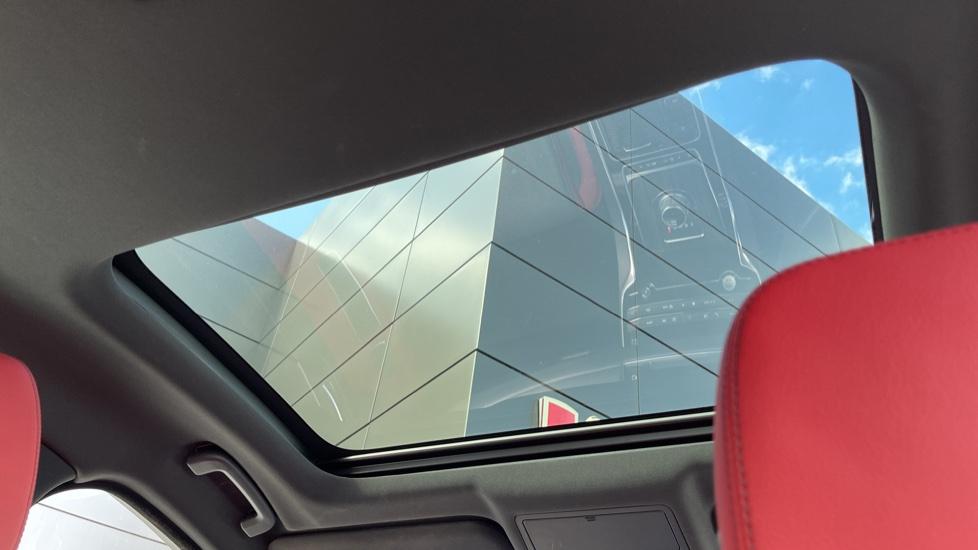 Jaguar XF 3.0d V6 S - Panoramic Roof - Navigation - Cruise Control image 25