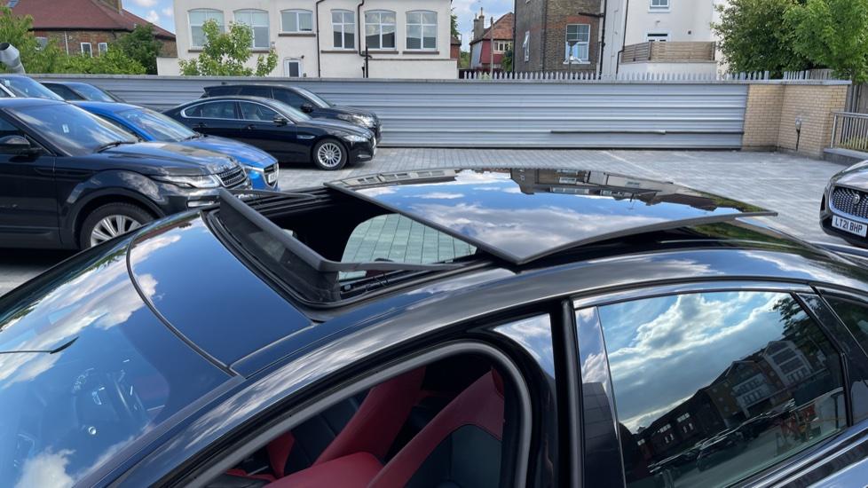 Jaguar XF 3.0d V6 S - Panoramic Roof - Navigation - Cruise Control image 26