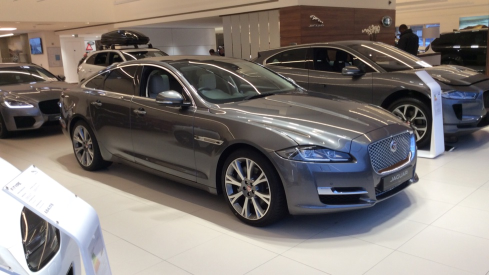 Jaguar XJ 3.0d V6 Portfolio UNREGISTERED CAR WITH 25,000 WORTH SAVINGS Diesel Automatic 4 door Saloon (19MY) image