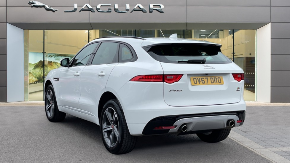 Jaguar F-PACE 3.0d V6 S 5dr AWD - Panoramic Sunroof and Heated Steering Wheel image 2