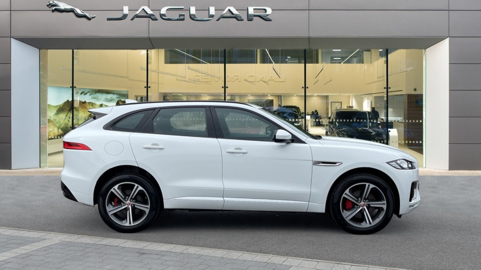 Jaguar F-PACE 3.0d V6 S 5dr AWD - Panoramic Sunroof and Heated Steering Wheel image 5